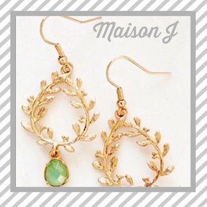 🆕 NWT Olive leaf motif earrings